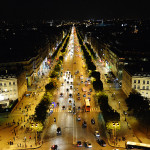 Visão noturna da Champs-Élysées
